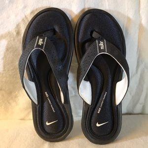 Nike comfort memory foam slippers Sz 7 New!